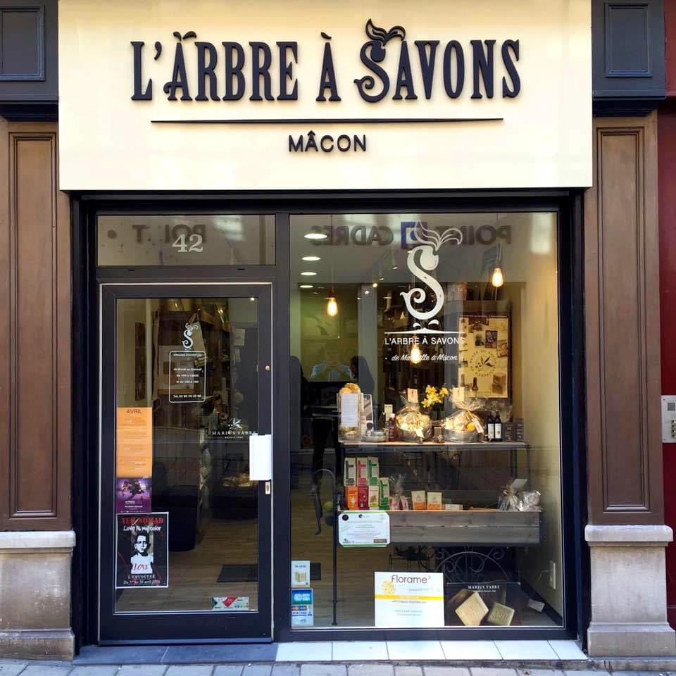 Devanture boutique L'Arbre à Savons